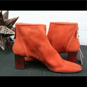 NWT- adorable Zara orange suede booties!